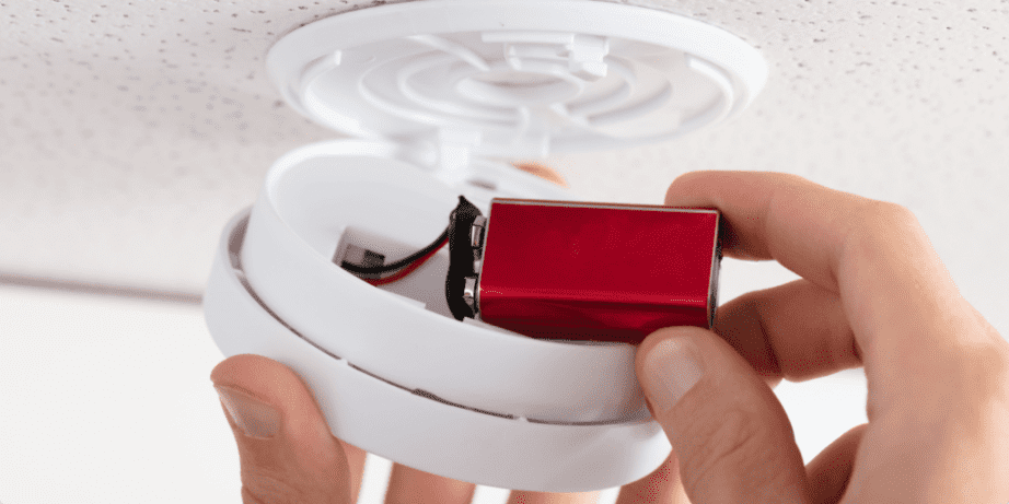 How to Change the Battery of a Smoke Detector